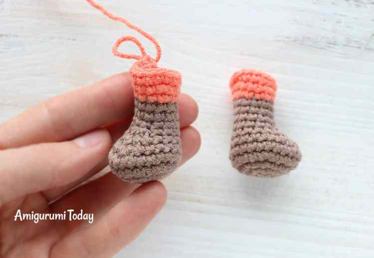 Cuddle Me Fox Crochet Pattern - legs