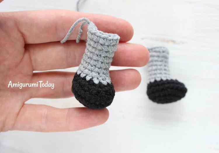Cuddle Me Raccoon amigurumi pattern - feet