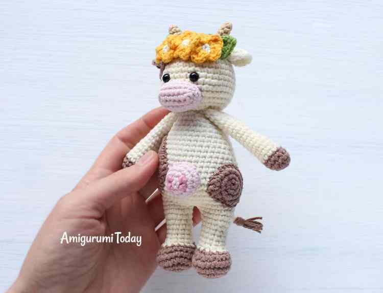 Free Cuddle Me Cow crochet pattern