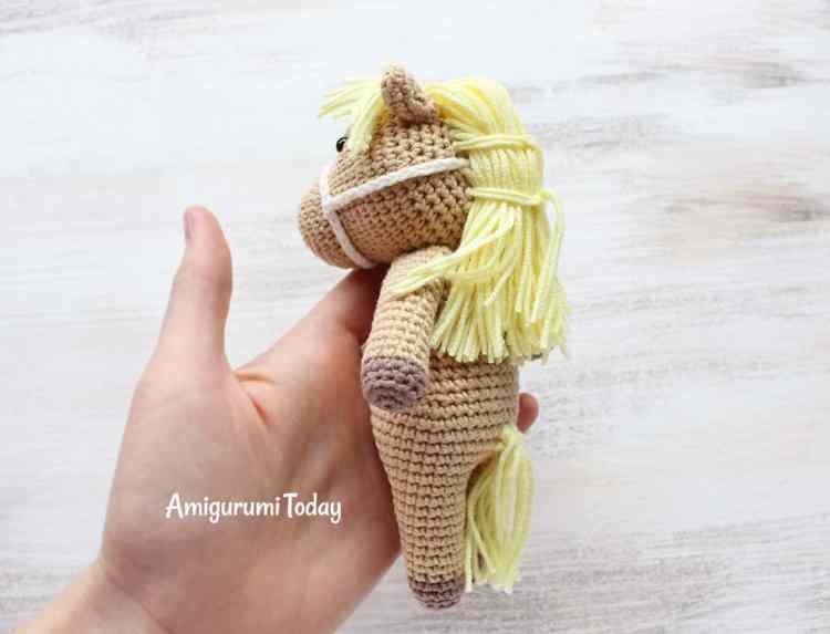 Cuddle Me Pony crochet pattern