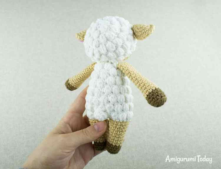 Free Cuddle Me Sheep crochet pattern by Amigurumi Today
