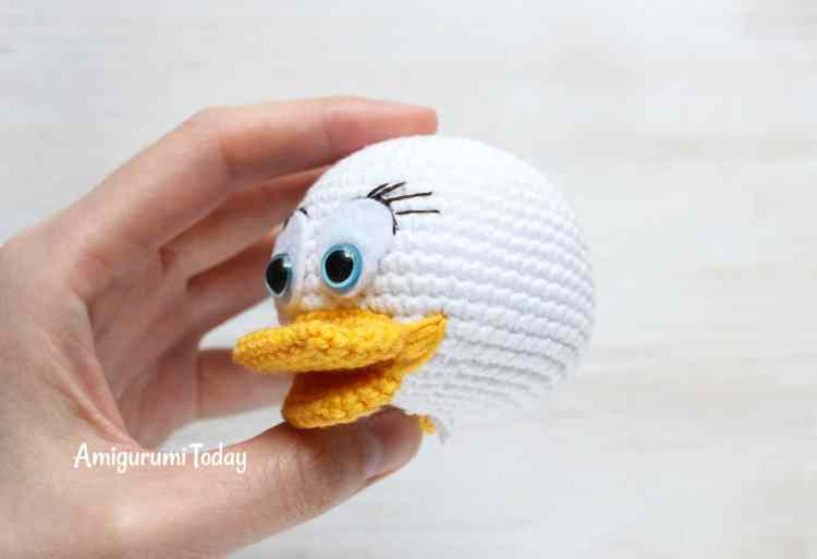 Webby Duck crochet pattern - face
