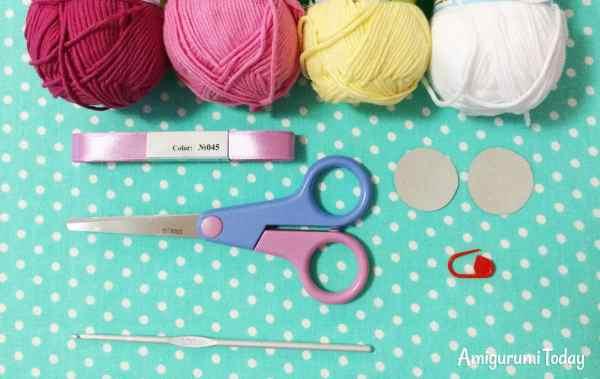 Amigurumi duckling crochet pattern - supplies