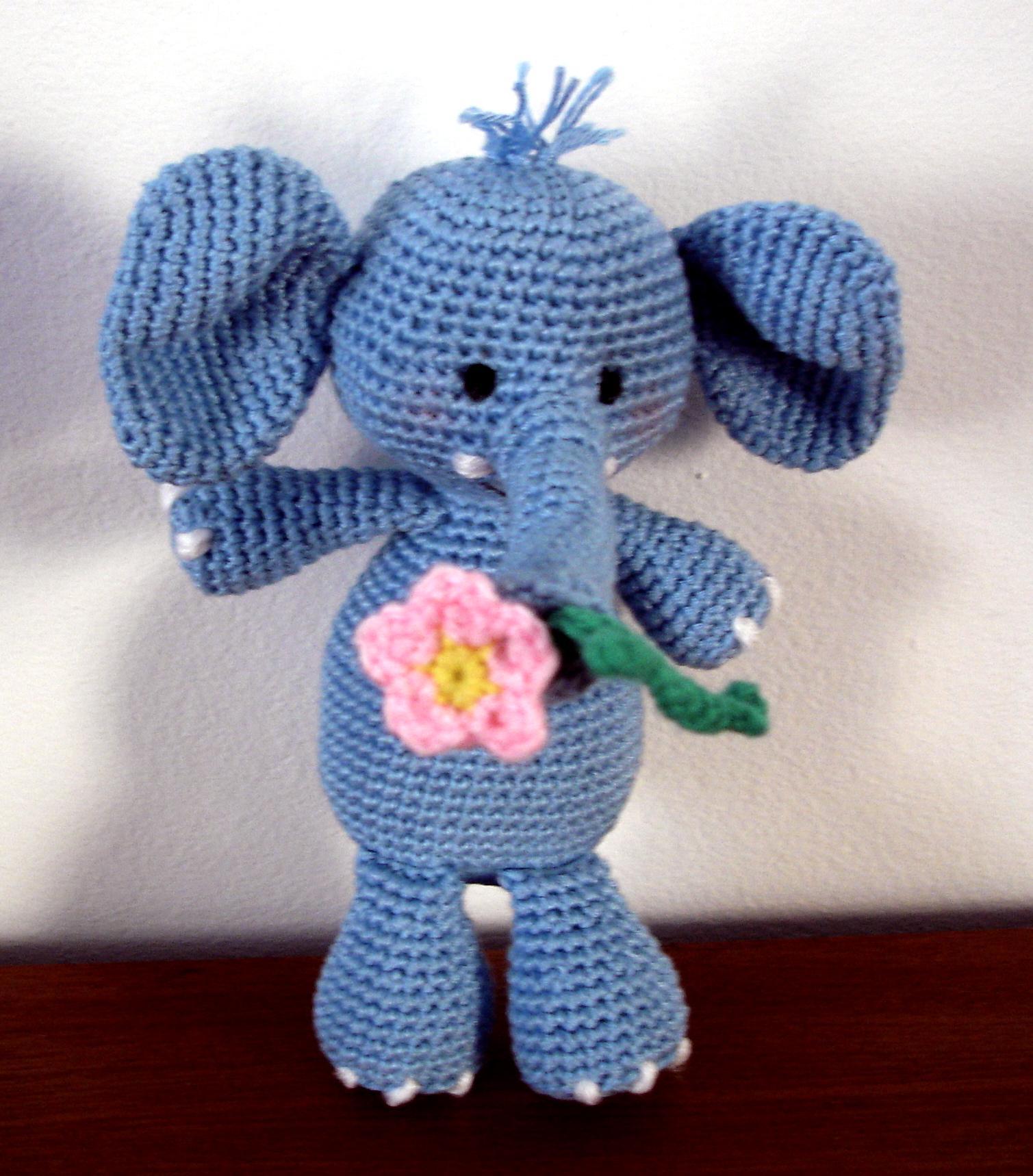 Free Circus Elephant & Ball Crochet Pattern by Amour Fou | Crochet ... | 1718x1509