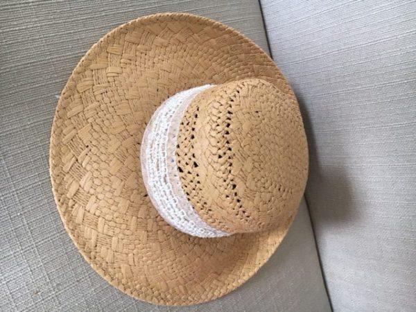 Magnifique Chapeau en paille avec ruban perles