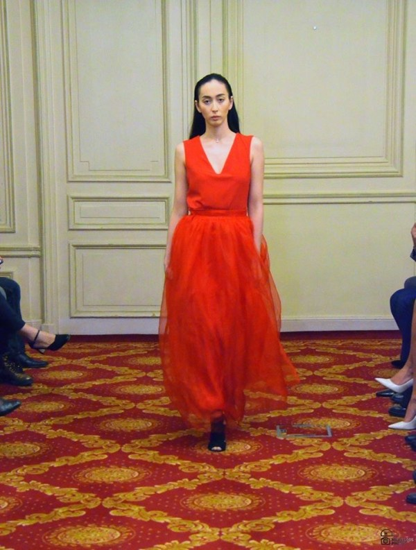SUPERBE ROBE DE SOIREE ROUGE AVEC TULLE CREATION JULY OF ST BARTH