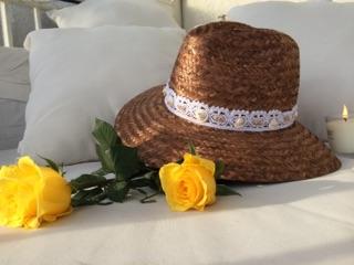 Chapeau naturel et coquillages