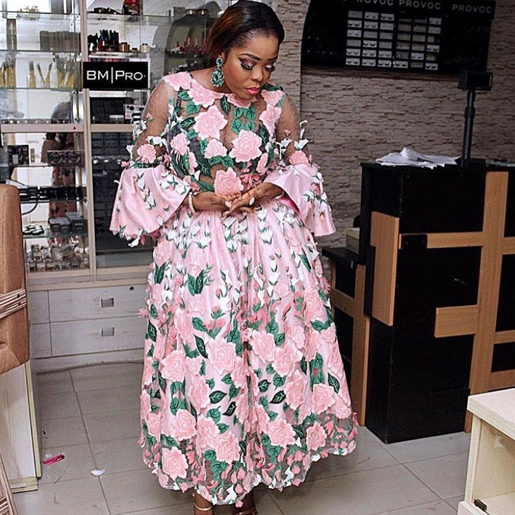 Need Some Mid-Week Asoebi Styles? Check Here!