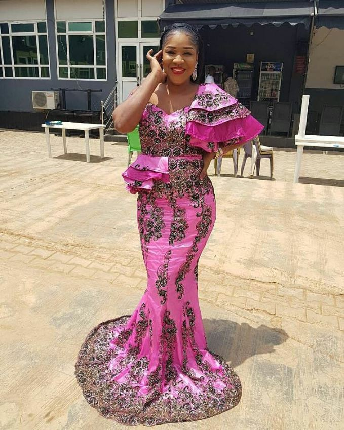 What's Your Take On These Dramatic Asoebi Style