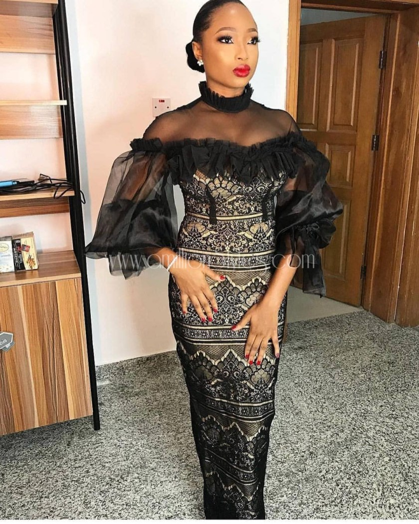 Let These Fabulous Lace Asoebi Outfits Spice Your Night