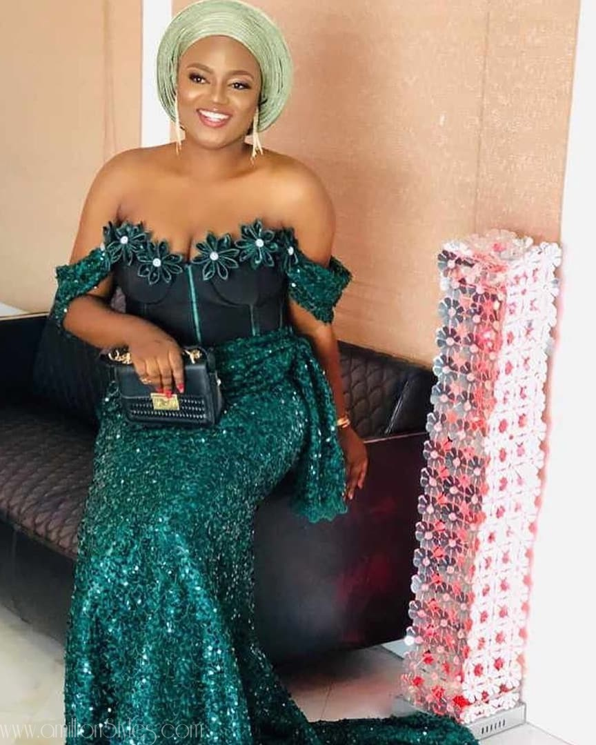 2019 Asoebi Trends: Corsets And Flower Embellishment On Bust
