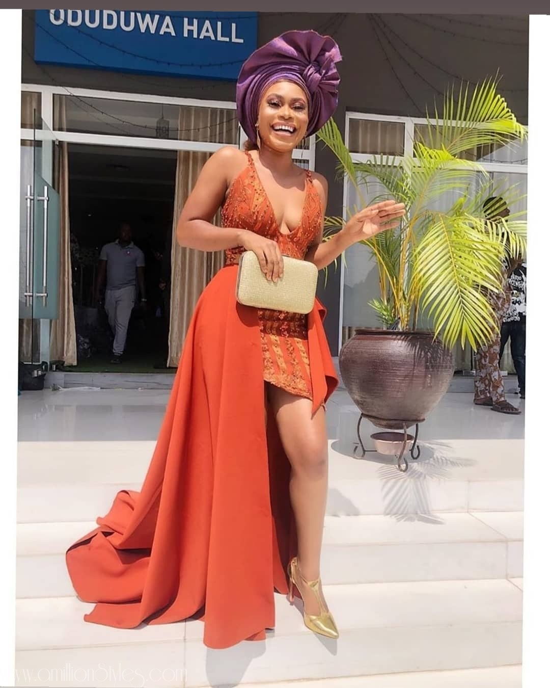2020 Asoebi Trends: Short Gowns With Side Trains