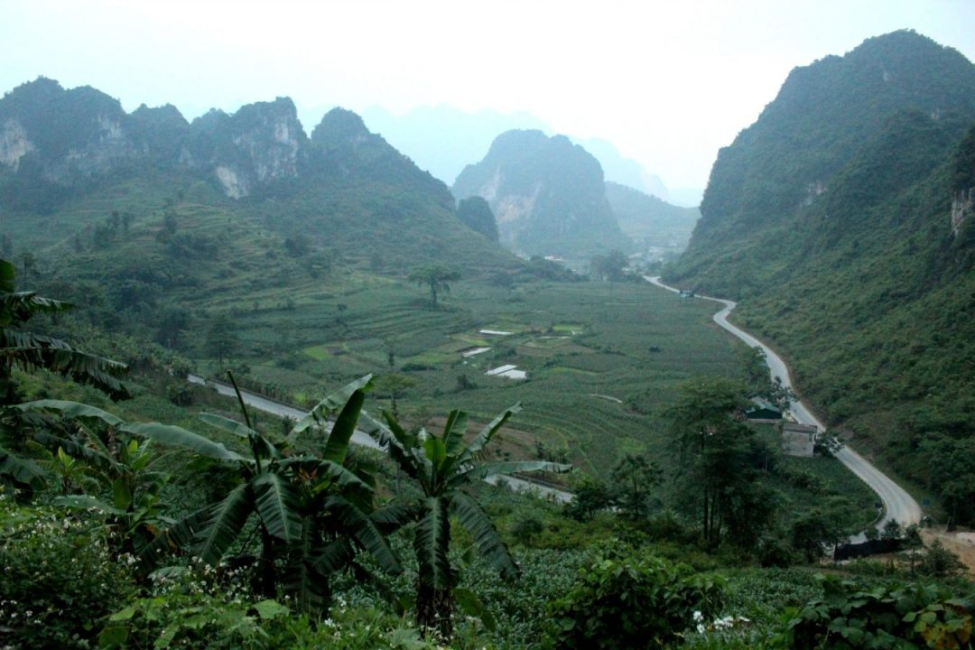 road from cao bang to ban gioc waterfalls