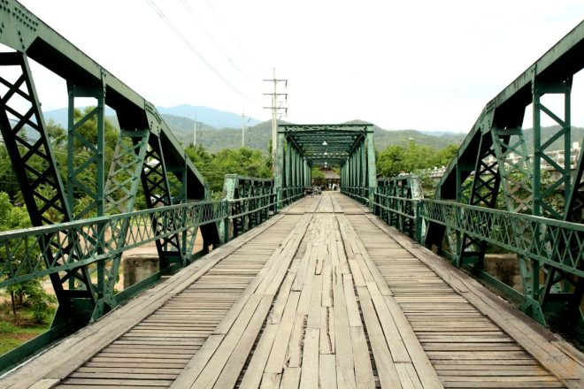 Friendship Bridge, Pai