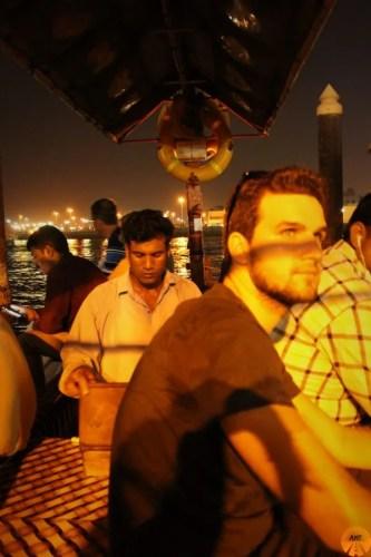 A bordo della tradizionale Abra, Dubai