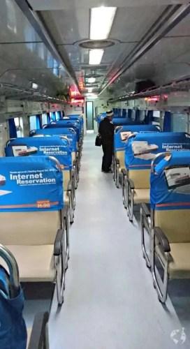 bisnis ekonomi class train java indonesia