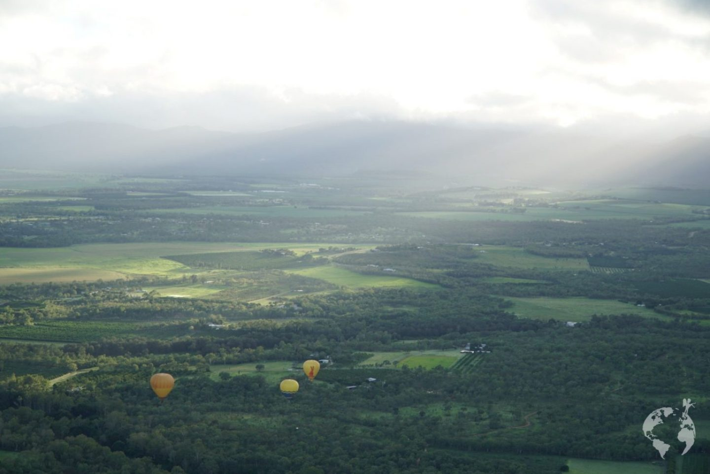 hot air balloon cairns tablelands