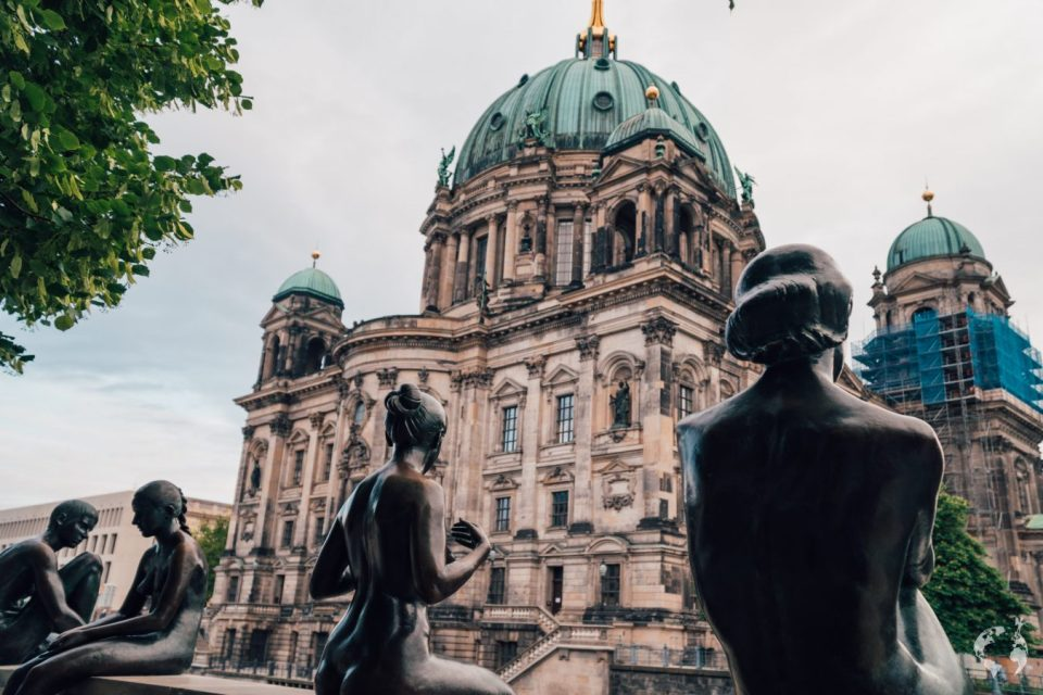 Berlin Cathedral best view statues