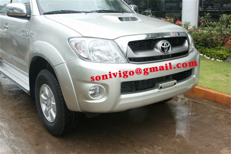 front closeup view of LHD Toyota Hilux Vigo 2009