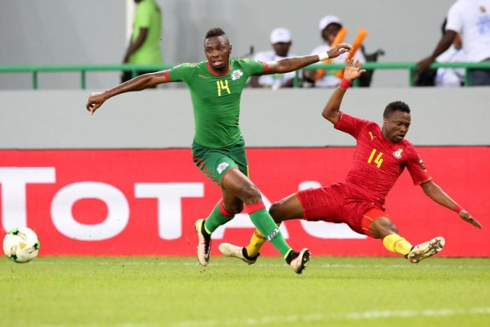 Ghana's forward Bernard Tekpetey (R) challenges Burkina Faso's defender Issoufou Dayo during the 2017 Africa Cup of Nations third place football match between Burkina Faso and Ghana in Port-Gentil on February 4, 2017. / AFP PHOTO / Steve JORDAN