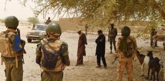 des militaires maliens sur le front contre des présumés djihadistes