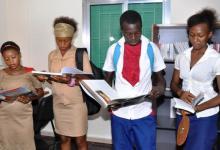L'ambassade de Russie en Guinée et Rusal offrent un point de lecture aux élèves de la commune de Matam
