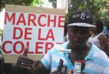 Aly Bongo Leno, journaliste-animateur culturel lors de la marche de la presse contre la HAC