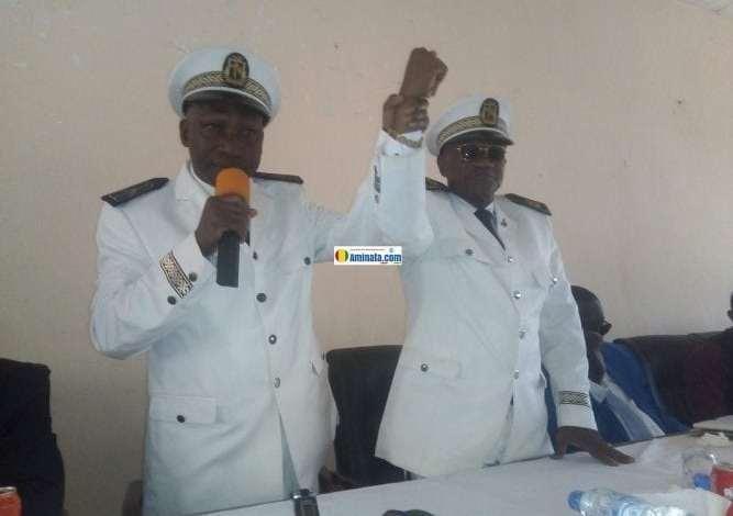 Les gouverneurs sortant et entran Lancei CONDE et Sebastin Tounkara