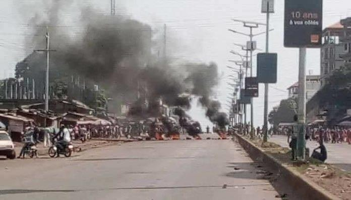 Violents affrontements et manifestations d'élèves à cause de la grève des enseignant
