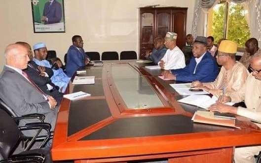 Cellou Dalein Diallo en réunion avec des émissaires de l'OIF