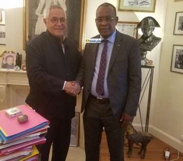 Le général Sékouba Konaté avec le célèbre avocat Robert Bourgi à Paris