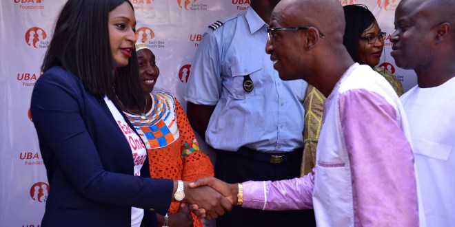 Fanta Kaba avec Badra Koné, vice maire de Matam lors de la première édition de Each One Teach One