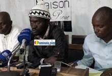 Abdouramane Sano, Sékou Koundouno et Ibrahima Diallo,membres des forces sociales lors d'une conférence de presse