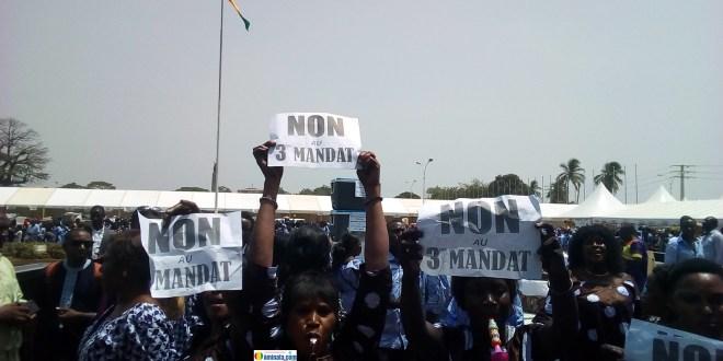 Au palais du peuple, des femmes expriment leur opposition à un éventuel troisième mandat