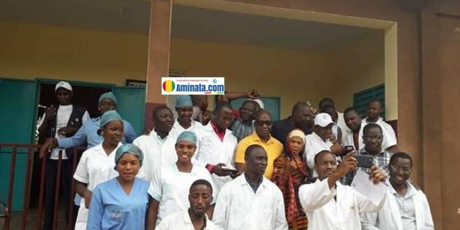Des médecins et infirmiers de l'hôpital préfectoral de Lelouma