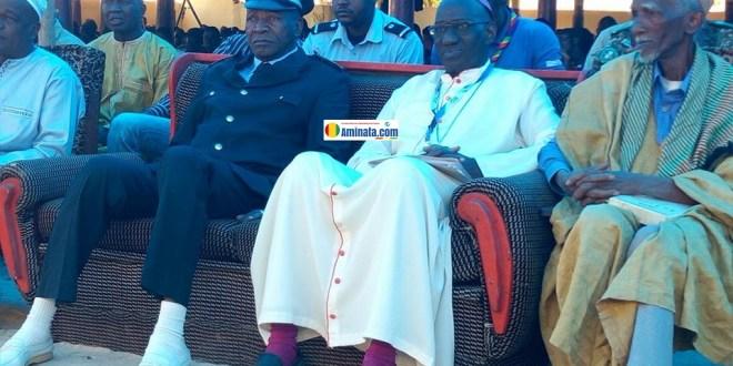 Madifing Diané, gouverneur de Labé avec Monseigneur Vincent Coulibaly lors de l'ouverture des journées diocésaines de Guinée