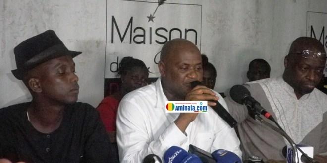 Lansana Camara lors d'une conférence de presse après sa libération