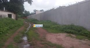 La clôture de la prison civile de LabéLa clôture de la prison civile de Labé