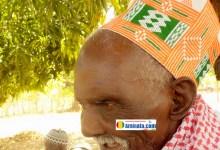Oumar Tely Bah, originaire de Labé affirme avoir 125 ans ce qui le désignerait comme le doyen du monde