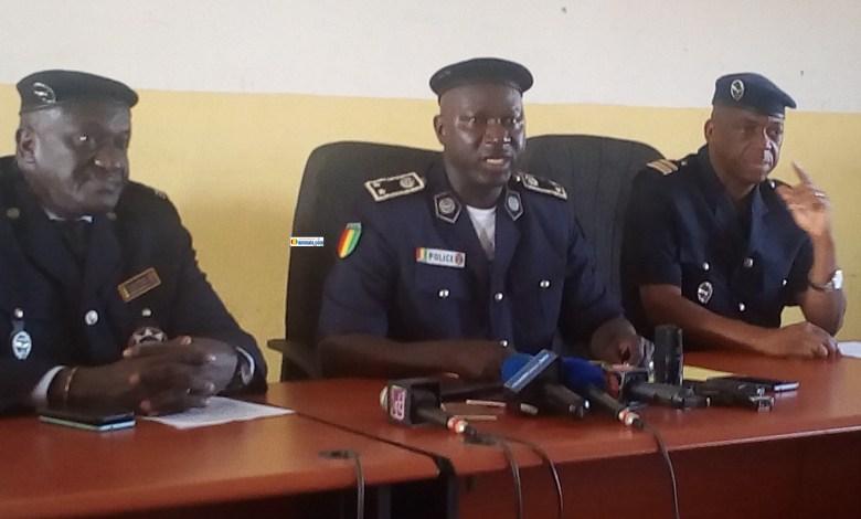 Des officiers de police lors d'une conférence de presse au Ministère de la sécurité