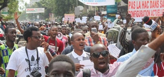 Des journalistes manifestent contre le musèlement de la presse en Guinée