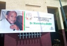 Une bandérole à l'effigie de Mamoudou Barry affichée à l'entrée de l'Université de Sonfonia