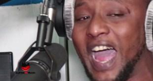 Le chanteur Djani Alpha