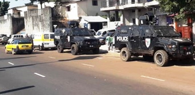 Un dispositif policier déployé en prélude de la marche du Front national pour la défense de la constitution (FNDC)