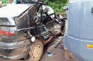 Violente collision entre un camion et un véhicule (image d'archives)