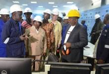 Oyé Guilavogui, ministre d'Etat en charge de l'environnement en compagnie du chef de la représentation de Rusal en Guinée, Alexandre Bregadzé lors d'une visite des installations de Rusal-Friguia