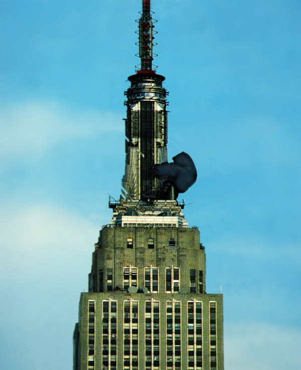King Kong Ascends Empire State - Art & Design