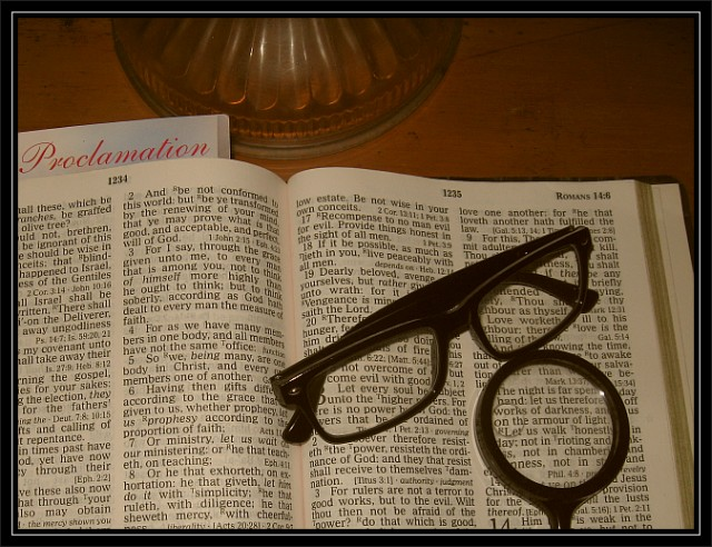 bible-magnifying-glass-02