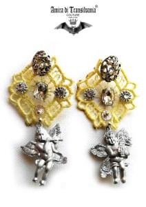 Orecchini gialli con macramè e angeli