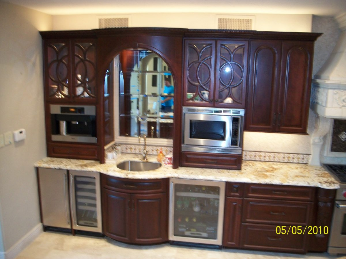 Bathroom cabinets amish cabinets of texas austin houston for Austin kitchen cabinets